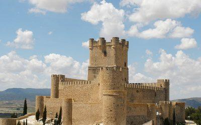 5 rutas por los castillos más imponentes de la provincia, ¿cuál eliges?